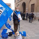 Carmine De Nuzzo, attivista e una mascotte degli Animalisti Italiani